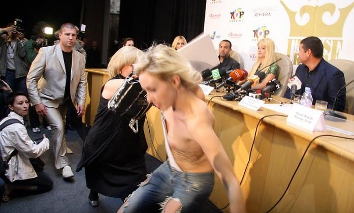 Paris hilton press confrense opps photo