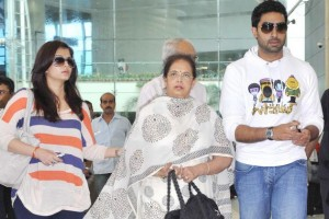 Aishwarya Rai shows off baby bump for the first time