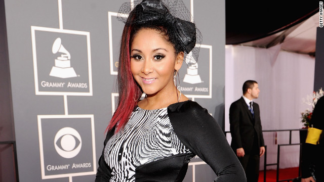120212104733-snooki-grammy-red-carpet-story-top