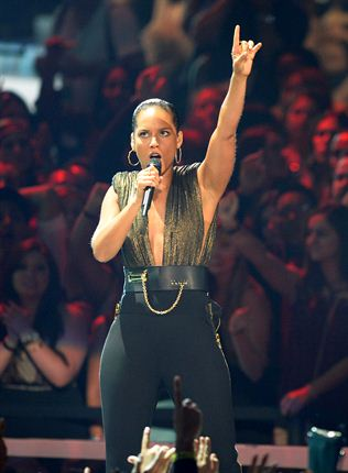 Alicia Keys performs at the MTV Video Music Awards HD video