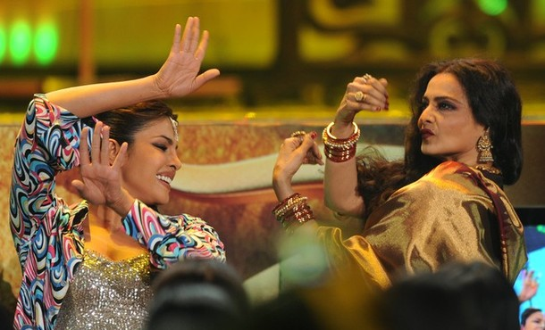 Priyanka Chopra (L) dances with veteran actress Rekha (R) during IIFA awards