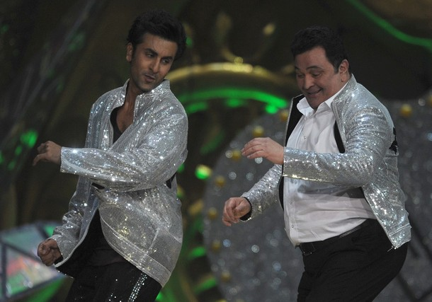 Ranbir Kapoor and Rishi Kapoor Dancing in IIFA 2012