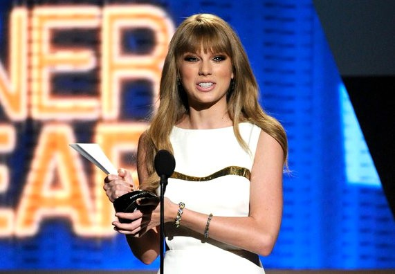 acm-awards-2012-taylor-swift-
