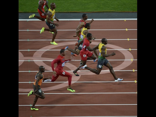 Usain Bolt wins Olympic 100m gold at London 2012 (Video ...